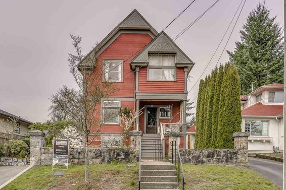 Heritage Home For Sale // 346 E 8th Street