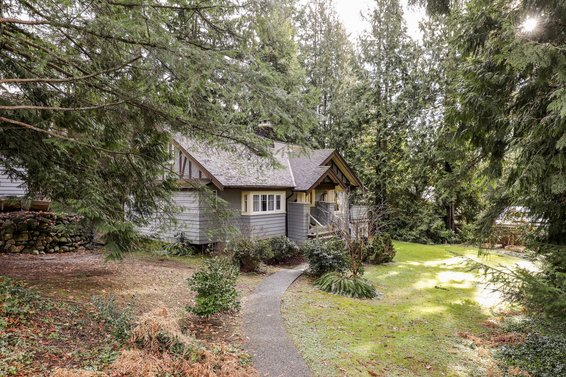 Sold // 361 East Kings Road, North Vancouver