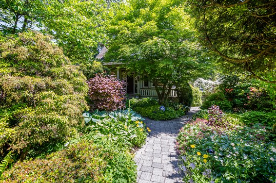 Just Listed // 3096 Fromme Road