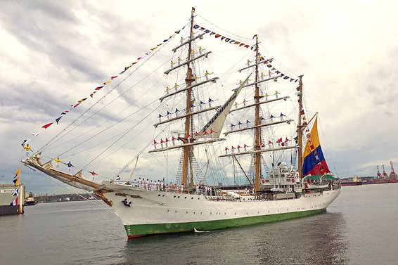 Colombian Tall Ship ARC Gloria in Lower Lonsdale